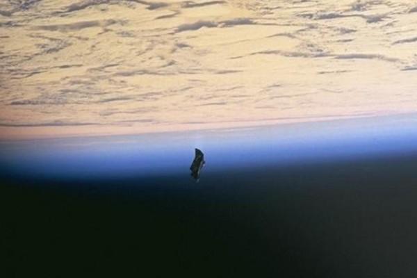 D'autres photos secrètes d'ovnis de la NASA 8