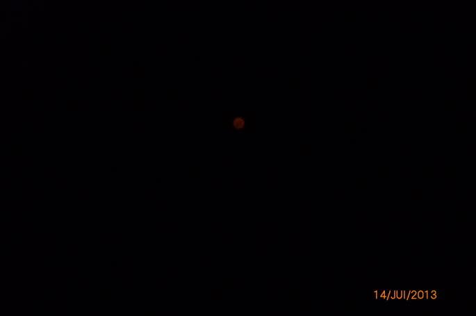 Un OVNI photographié en Ardèche le 14 juillet 2013