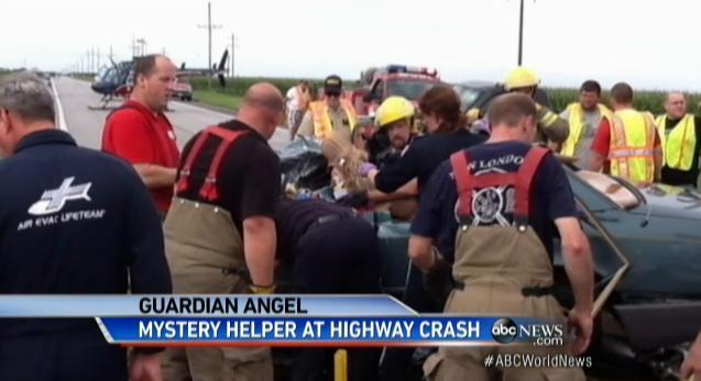 Un mystérieux prêtre apparaît puis disparaît sur les lieux d'un grave accident de voiture dans le Missouri