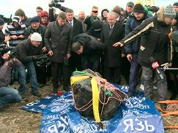 La météorite de Tcheliabinsk sort du lac