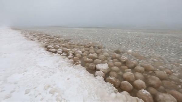 Quand le lac Michigan dégèle, cela donne un spectacle étrange