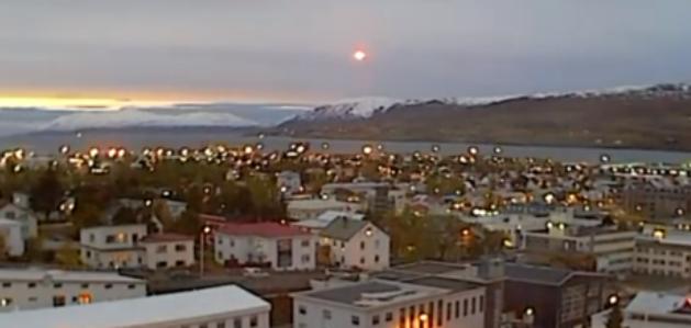 Vidéo d'un OVNI lumineux en Islande