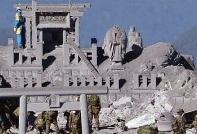 La statue du dieu fondateur du Japon a été décapitée par l'éruption du mont Ontake
