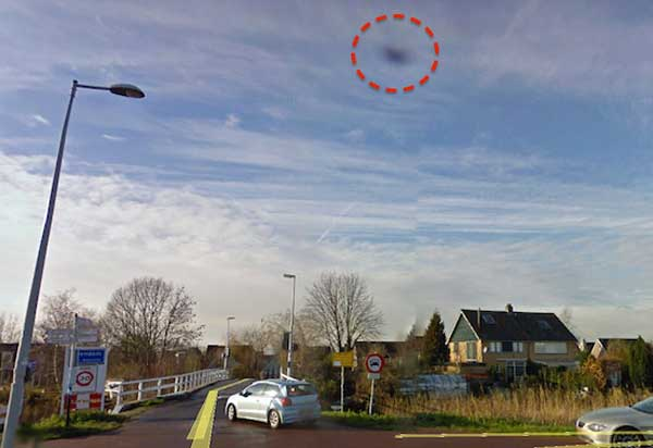 Un Ovni au dessus d'une maison en Hollande sur Google Earth