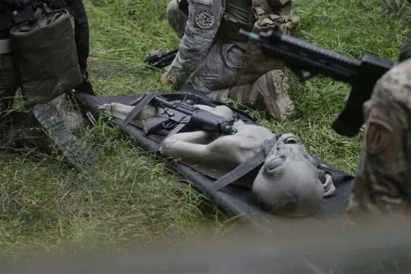 Crash d'Ovni, les militaires américains emportent un extraterrestre