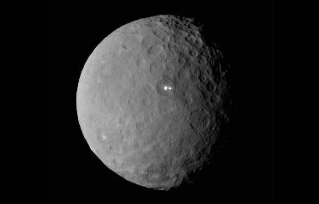 D'étranges points lumineux repérés dans un cratères de Cérès intriguent les astronomes