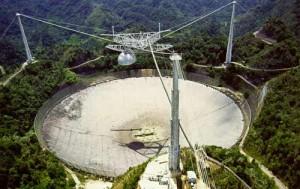 Le radiotélescope d'arecibo, qui a intercepté le signal, est le plus grand télescope au monde.