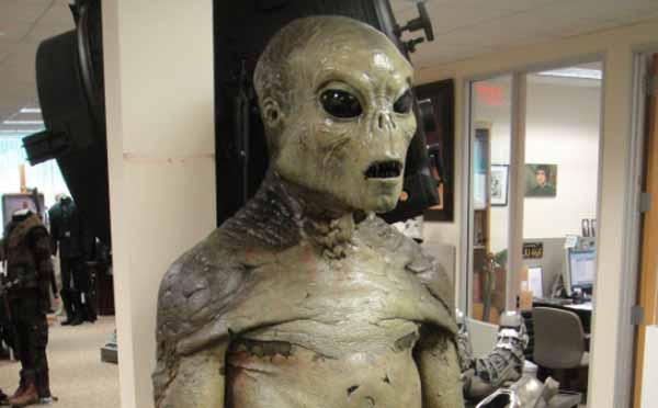 Un scientifique de haut niveau déclare que les extraterrestres EXISTENT et qu'ils ressemblent aux humains
