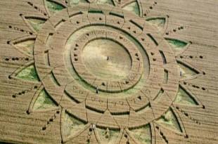 Peut-être le crop circle le plus intriguant nous mettant en garde d'une invasion extraterrestre