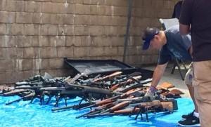Un agent secret extraterrestre du gouvernement possédait 1200 armes à feu