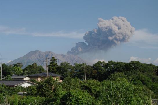 Japon : un volcan menace un réacteur nucléaire tout juste redémarré