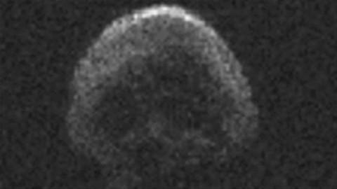 Une comète « tête de mort » frôle la Terre pour l'Halloween