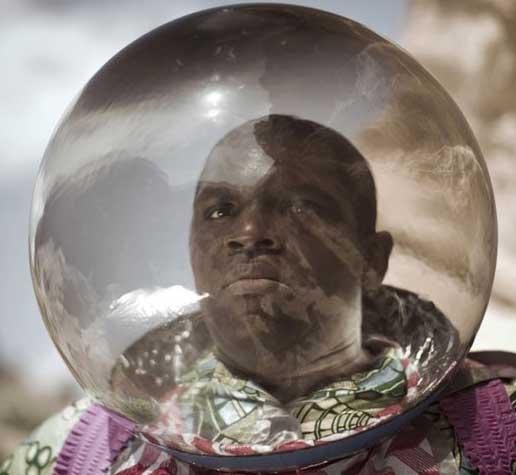 Un astronaute Nigérian perdu dans l'espace a besoin de 3 millions de $ pour rentrer chez lui