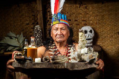 shutterstock_270258470-tribu-amazonienne-encyclopedie-medecine-traditionnelle