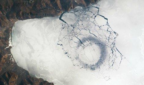 Des cercles mystérieux repérés dans la glace du lac Baïkal