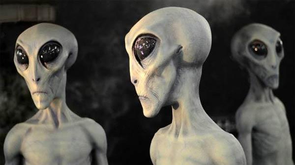 Documentaire: Les corps extraterrestres du crash de Roswell comme vous ne les avez jamais vus
