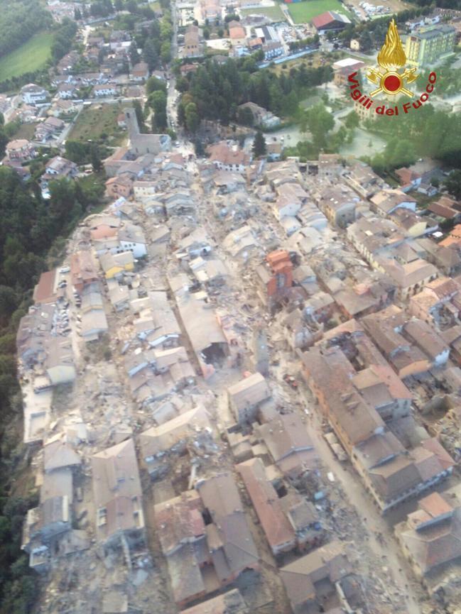 Séismes de 6.2 en Italie et de 6.8 en Birmanie