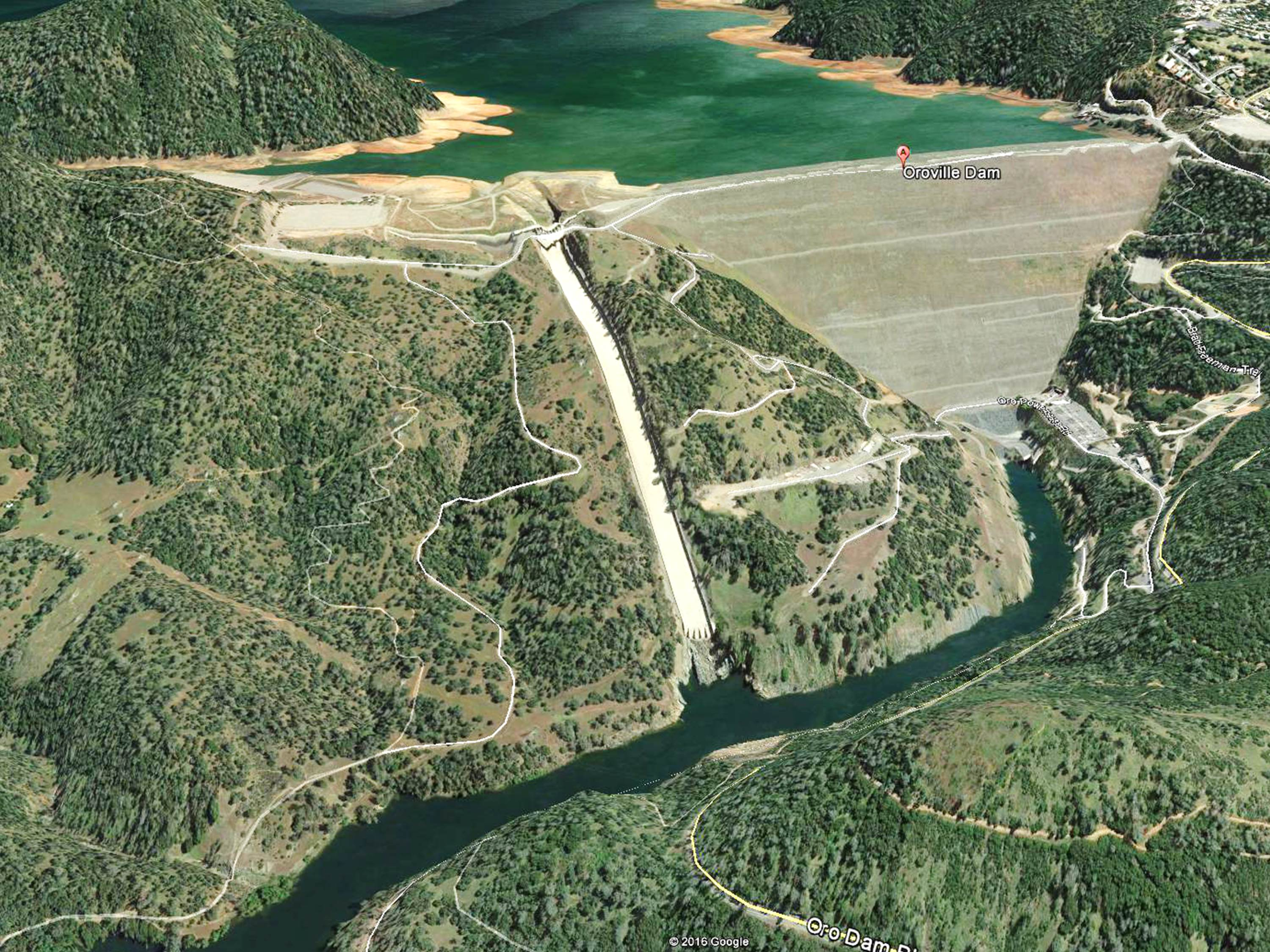 États-Unis: Le barrage de Lake Oroville menace de s'effondrer