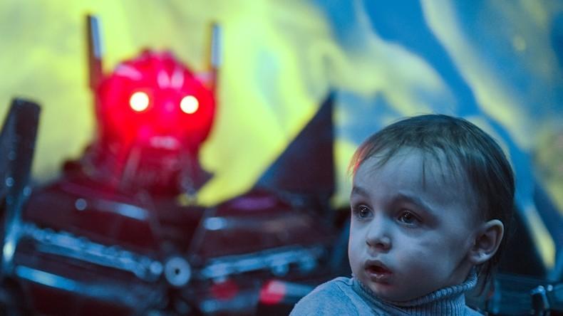 Stephen Hawking veut un «gouvernement mondial» pour empêcher les robots de détruire l'humanité