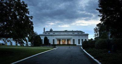 Vidéo - D'étranges flashs rouges surgissent des fenêtres de la Maison Blanche