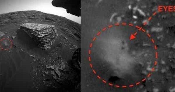 Vidéo: Cette anomalie sur Mars a été trouvée aujourd'hui et semble avoir des yeux sur l'une des photos