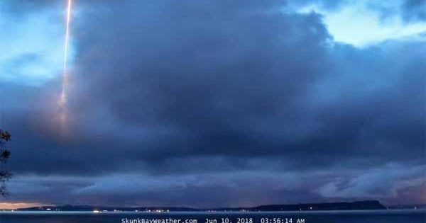 Vidéo: Lancement de missile ? Reflet ? Un objet mystérieux repéré sur l'île Whidbey soulève des questions