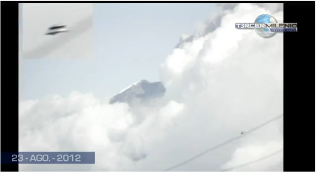 Des ovnis au-dessus d'un volcan en équateur