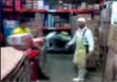 Un alien dans un entrepôt au Pérou