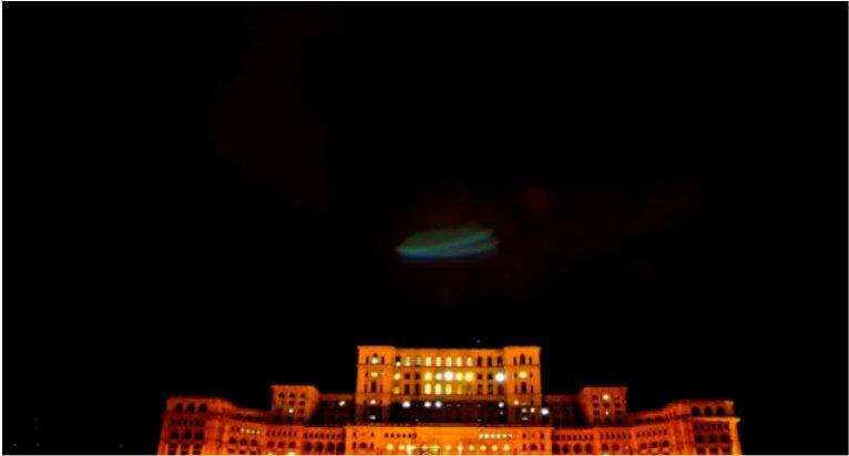 Un ovni au-dessus du parlement de Bucarest