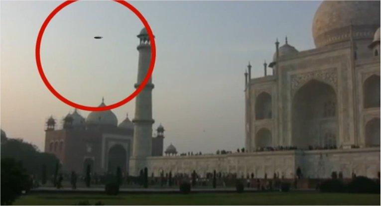 Un ovni au-dessus du Taj Mahal