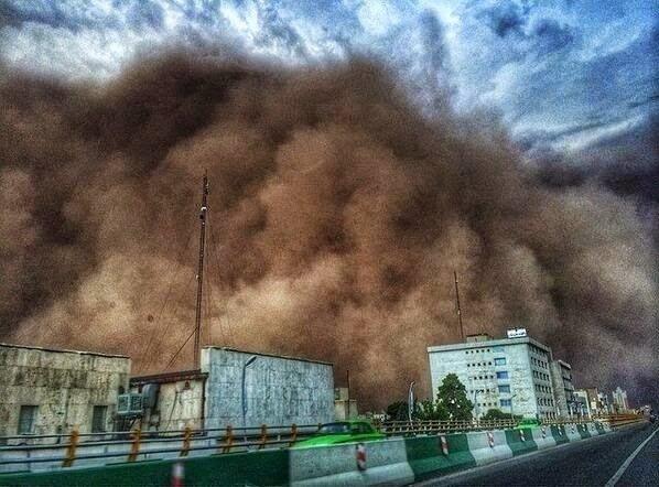 Une tempête de sable apocalyptique fait 5 morts à Téhéran
