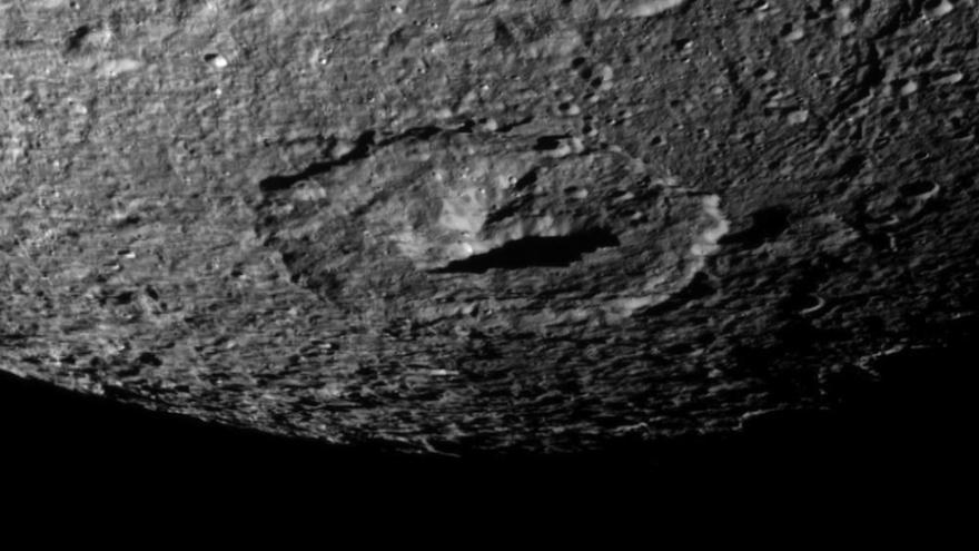 Le visage d'un extraterrestre repéré à la surface de Saturne ?