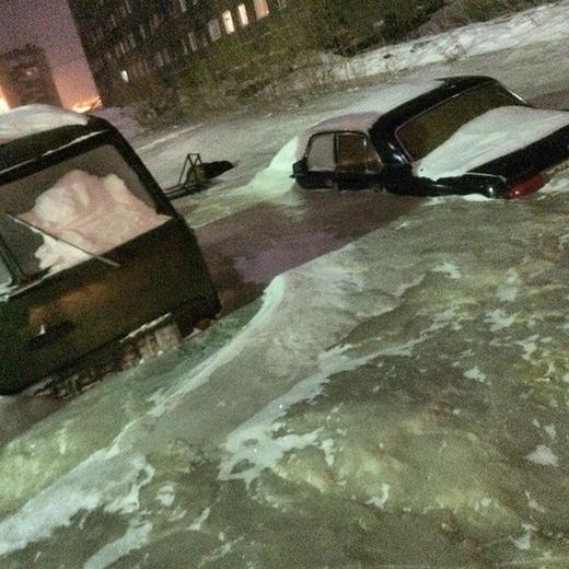 Une ville de Sibérie englacée par une puissante tempête