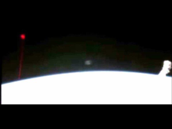 Un Ovni a visé la Terre avec un laser rouge et a été filmé depuis l'ISS