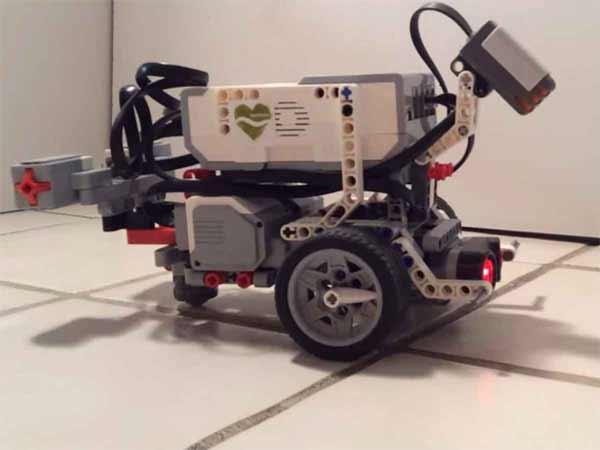 Des scientifiques ont transféré la conscience d'un ver dans un robot Lego