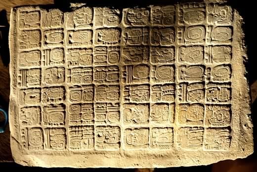 Des panneaux hiéroglyphiques Mayas découverts à La Corona et El Achiotal