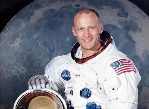 Buzz Aldrin déclare avoir observé un ovni dans l'espace