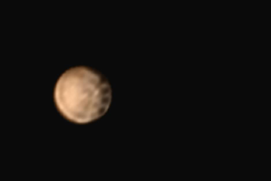 Des tâches mystérieuses apparaissent sur Pluton