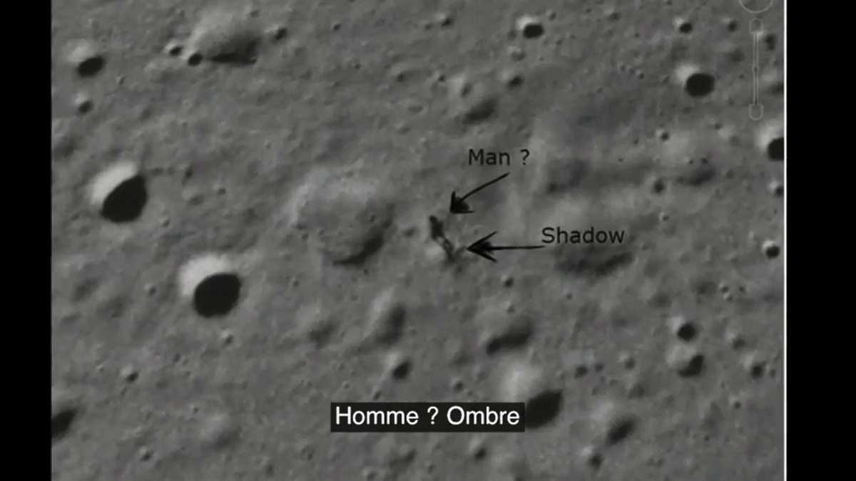 Un extraterrestre en promenade sur la Lune ?