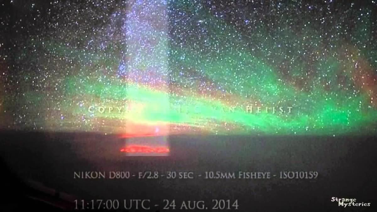 La lueur rouge observée au dessus du Pacifique pourrait avoir été causée par un faisceau d'énergie qui a traversé l'atmosphère