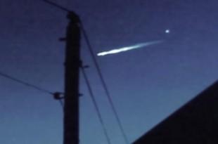 Un extraterrestre s'éjecte de sa soucoupe en feu ?