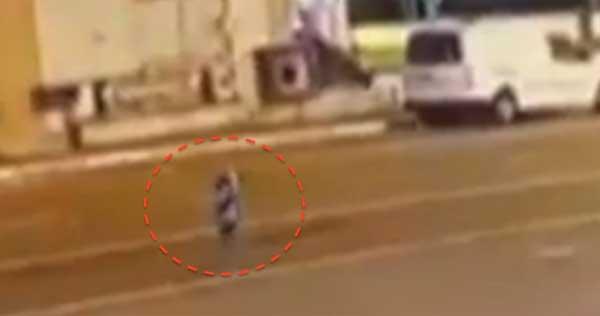 Un extraterrestre qui déambule dans une rue de Diyarbakir, en Turquie