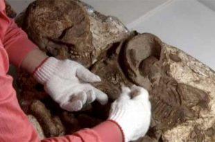 Archéologie: Une découverte exceptionnelle d'un squelette d'une jeune mère avec un bébé dans ses bras a été faite à Taiwan.