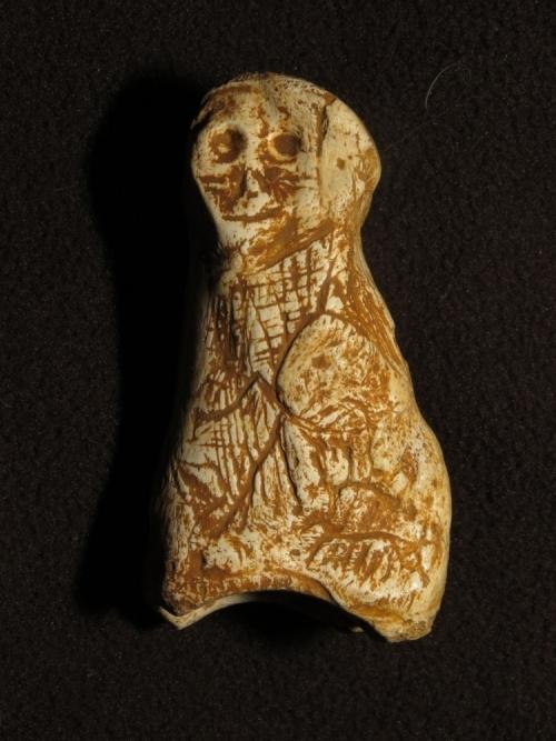 Une figurine sculptée âgée de près de 20 000 ans découverte dans la grotte de Foissac