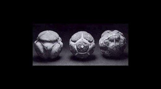 Ces étranges pierres rondes datant du néolithique