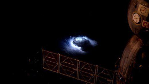 Vidéo: Des jets bleus aperçus pour la première fois