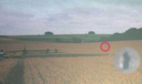 Vidéo : Un « extraterrestre » repéré et filmé aux abords d'un crop circle à Stonehenge