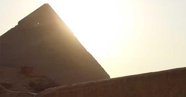 Egypte : Un OVNI s'est dirigé au sommet de la pyramide de Khéphren
