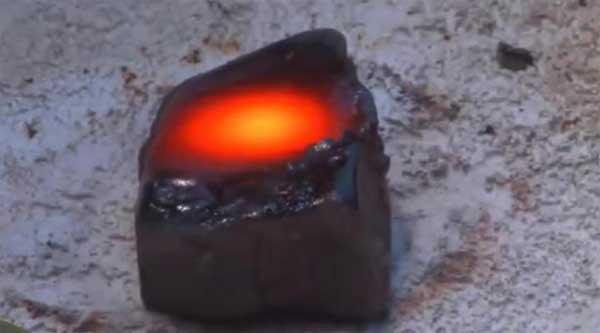 Vidéo: Ancienne Technologie pour faire fondre la roche !