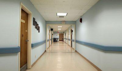 Un patient disparaît de son lit, il est retrouvé mort deux semaines plus tard dans le plafond de l'hôpital par une équipe de rénovation